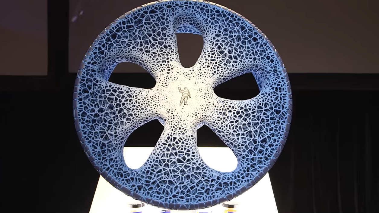 Ce pneumatique Michelin biodégradable se répare avec une imprimante 3D