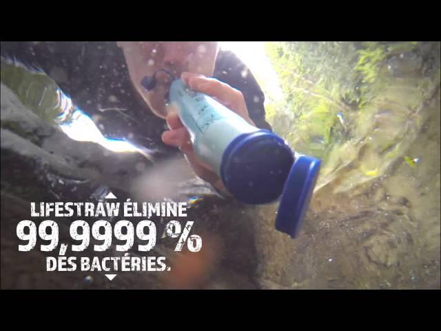 Une paille transforme l'eau polluée en eau potable
