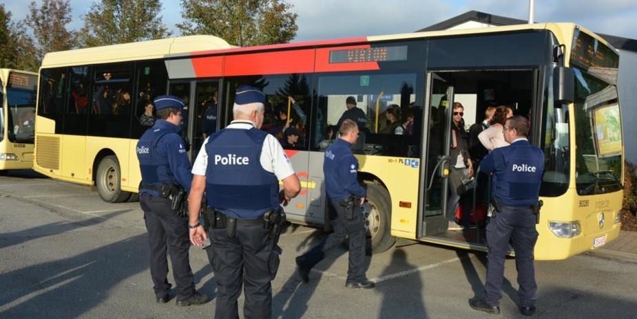 HORREUR : La police a trouvé deux têtes dans le sac d'un passager dans le bus.